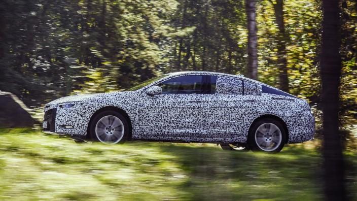 Der neue Opel Insignia, getarnt als Erlkönig.