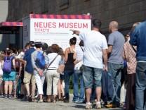 Lange Schlangen vor Museen