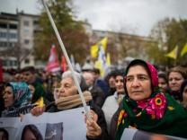 Kurden demonstrieren in Köln