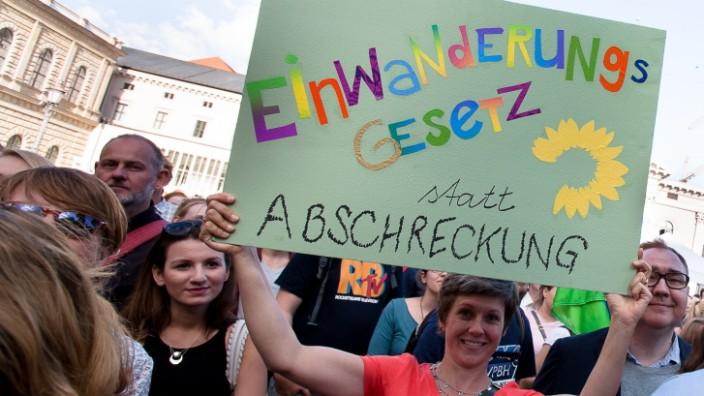 Platz da! Demo gegen Abschiebelager auf dem Max-Joseph-Platz