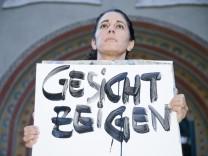 München: ERLÖSERKIRCHE - Nirit Sommerfeld protestiert gegen Sprechverbot