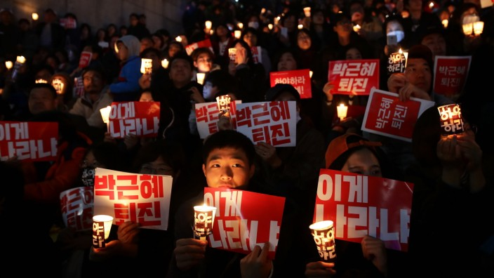 *** BESTPIX *** Anti-Park Demonstrators Gather In Seoul Following Presidential Apology