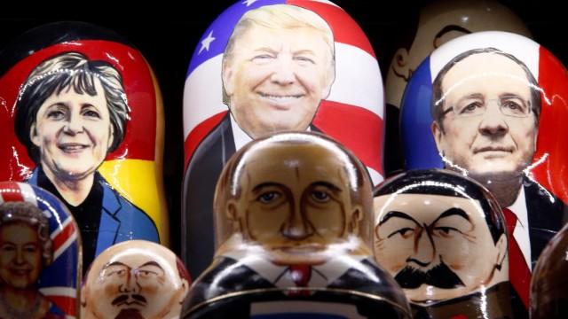 Matroschka-Puppen in einem Souvenir-Shop in Moskau