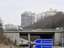 Taufkirchen, Autobahn bei den Hochhäusern