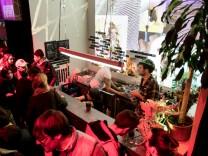 Bar Kammerspiele, Kellerraum gegenüber des Bühneneingangs der Kammerspiele in der Falckenbergstraße