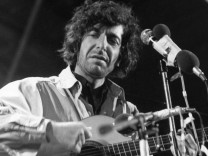 FILE: Leonard Cohen Dies At 82