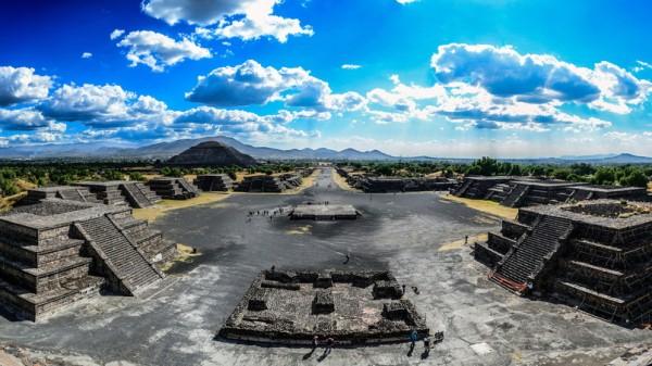 """Straße der Toten"" in Teotihuacán"