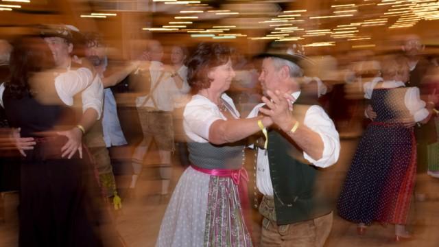 """ZLF-Ball im Festzelt """"Tradition"""" in München, 2016"""