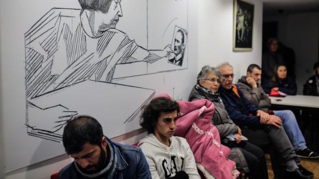 Unterstützer der Zeitung in den Redaktionsräumen von Cumhuriyet in Istanbul