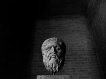 Skulptur von Platon, 1990
