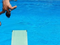 Sprung vom Einmeterbrett im Schwimmbad, 2010
