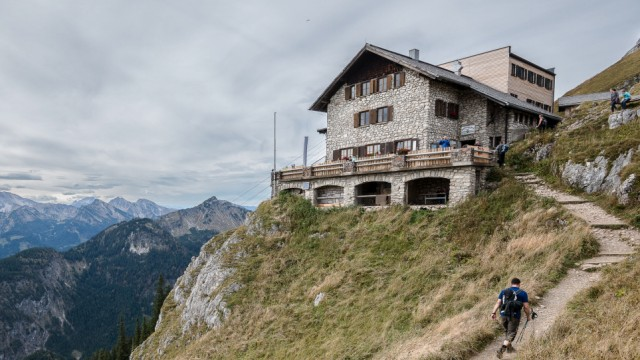 Wanderer auf dem Weg zur Bad Kissinger Hütte