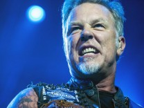 ST PETERSBURG RUSSIA AUGUST 25 2015 Rhythm guitarist and lead singer James Hetfield of the Ameri
