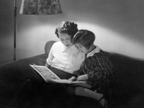 Vorlesen, 1937