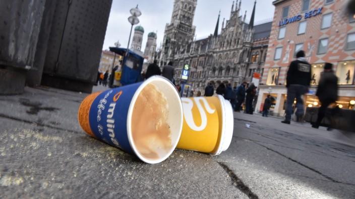 Coffee-to-go-Becherauf in München, 2016