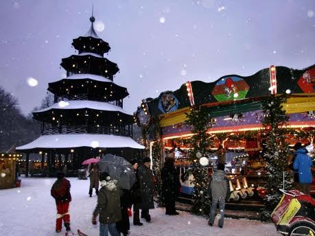 Weihnachtsmarkt Am Chinesischen Turm.Münchener Weihnachtsmärkte Chinesischer Turm Auch Bei Temperaturen