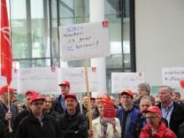 Nokia Mitarbeiter demonstrieren gegen Stellenabbau in München, 2016