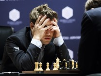 World Chess Championships Round 8