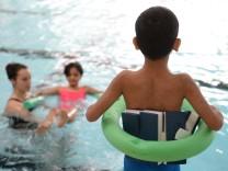 Schwimmkurs für Flüchtlingskinder