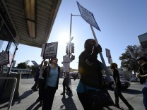 Transport workers' strike unleashes traffic chaos in San Francisc