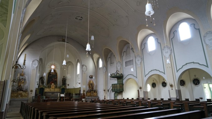 Bereits 2012 hat die Pfarrei Sankt Canisiusin Hadern eine Innenrenovierung der Pfarrkirche beantragt. Diese steht bis heute aus. (Foto: Robert Haas)