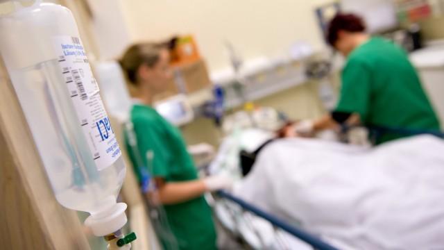 Ärztliche Versorgung eines Patienten