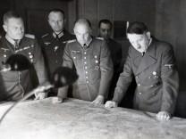 Adolf Hitler mit Walther von Brauchitsch, Wilhelm Keitel und Franz Halder, 1941