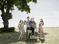 Wellbappn: Hans Well mit seinen Kindern Sarah, Tabea und Jonas