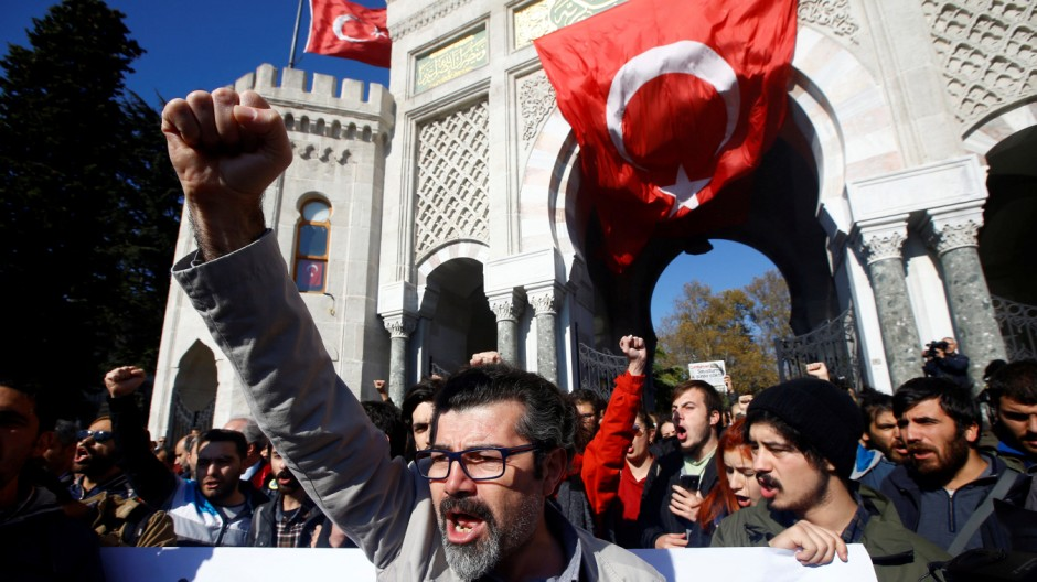 Demonstrators shout slogans during a protest against a purge of thousands of education staff since an attempted coup in July, in front of the main campus of Istanbul University at Beyazit square in Istanbul