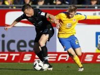 Eintracht Braunschweig v TSV 1860 Muenchen - Second Bundesliga
