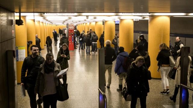 "U-Bahnhof ""Poccistraße"" in München, 2015"