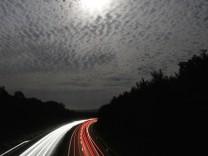 Vollmond über der Autobahn A70