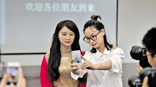 [FOCUS]CHINA-ANHUI-HEFEI-INTERACTIVE ROBOT-LAUNCH(CN)