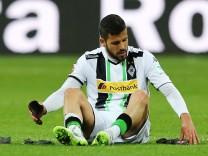 vl Alvaro Dominguez Borussia Moenchengladbach nach dem Spiel enttaeuscht enttaeuscht schauend Ei