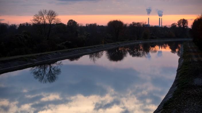 Schmuckfoto München Nord, Landkreisschmuck. Isarkanal fotografiert von der Brücke zwischen Ismaning und Autobahnausfahrt Ismaning (B 471)