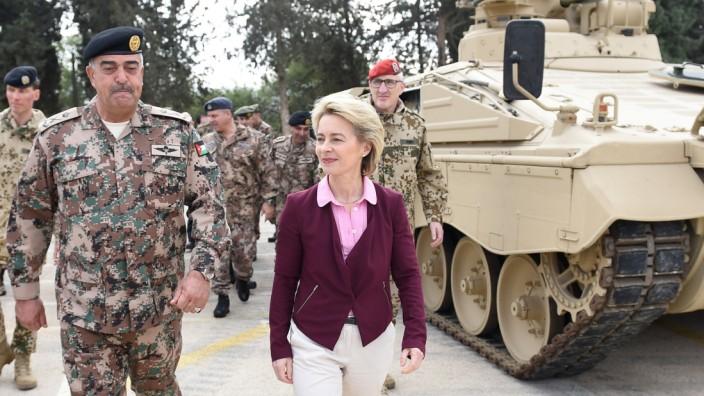 Verteidigungsministerin von der Leyen besucht Jordanien