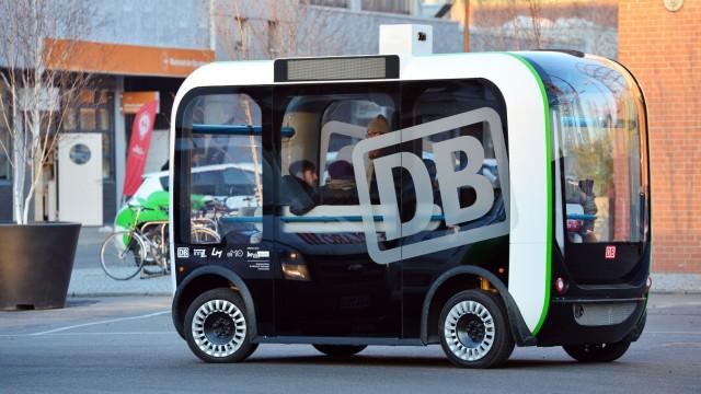 Fahrerloser Kleinbus 'Olli' bei Testfahrt