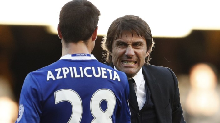 Chelsea manager Antonio Conte celebrates after the game with Cesar Azpilicueta