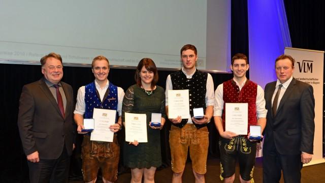 Erding; Verleihung des Meisterpreises der Bayerischen Staatsregierung am 12.12. in Ingolstadt an die vier Landwirtschaftsmeister aus dem Erdinger Landkreis.