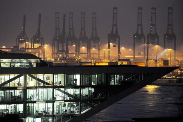 Hamburger Hafenkräne stehen still