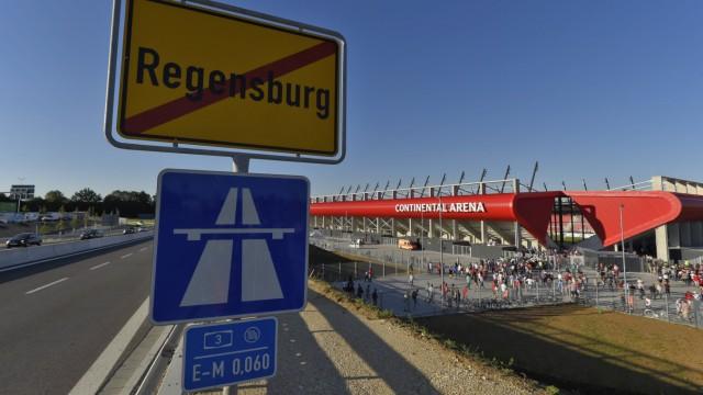 10 07 2015 1 Fussball Bundesliga 2015 2016 Testspiel zur Eröffnung des neuen Regensburger Stadions