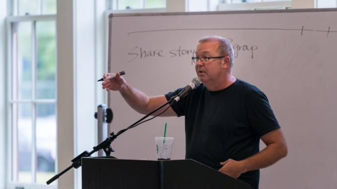 Der ehemalige Pastor Mike Aus hat eine säkulare Gemeinschaft für Menschen begründet, die sich ohne religiösen Vorsatz treffen wollen. (Foto: Justin Bowen für Oasis, OH)