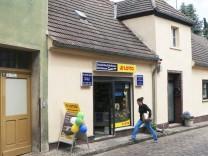 05 06 2014 Beelitz Mauerstrasse Brandenburg Lottogeschäft in Beelitz Geschäft Laden Lotto L