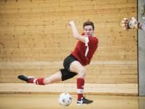 Neubiberg; Gymnasium; P-Seminar ' Kicking For Education '; veranstaltet ein Benefizfußballturnier der staatlichen Gymnasien;
