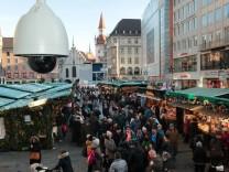 zusätzlich installierte Video Überwachungskamera auf dem Marienplatz in München anlässlich des Weihn