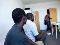 Situation von Asylbewerbern aus dem Senegal in Unterschleißheim, Siemensstraße 8, Wohnheim A1