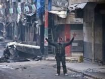 Syria army, civilians move into ruined Aleppo streets