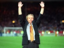 Bundestrainer Berti Vogts Jubel Europameister Deutschland Fußball Europameisterschaft 1996 E