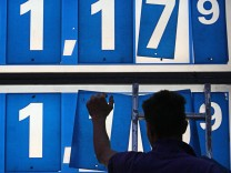 Oekonomen: Preisrueckgang bei Oel und Benzin stuetzt Binnennachfrage