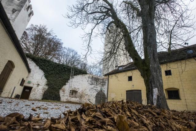 Grünwald, Grünwalder Burg, Details bei einem Rundgang,